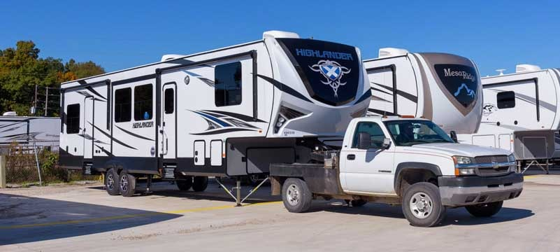 Highlander Open Range fifth wheel toyhauler RV-min
