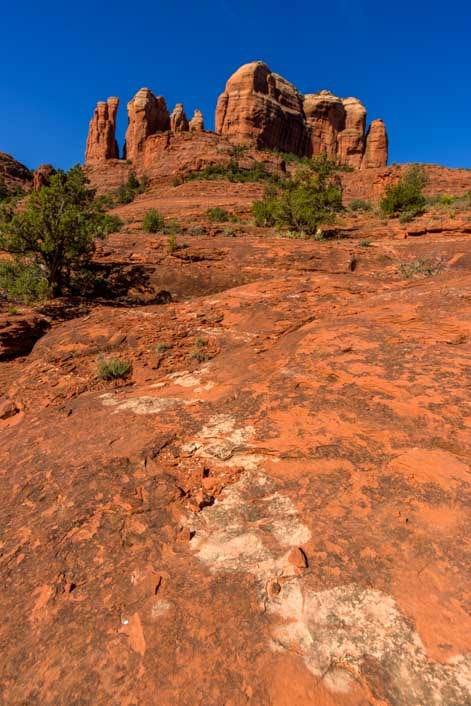 Red rock patterns and Cathedral Rock in Sedona Arizona-min