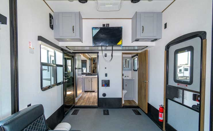 Fuzion Toy Hauler Fifth wheel garage-min