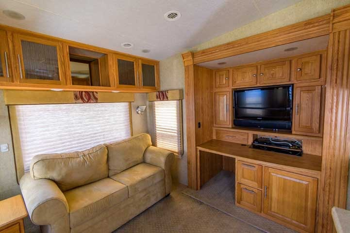 Hitchhiker Discover America 349RSB fifth wheel trailer RV-min