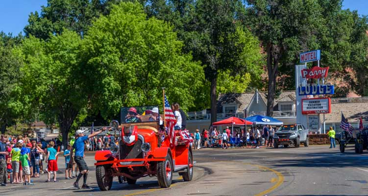 4th of July parade Kanab Utah Parry Lodge-min
