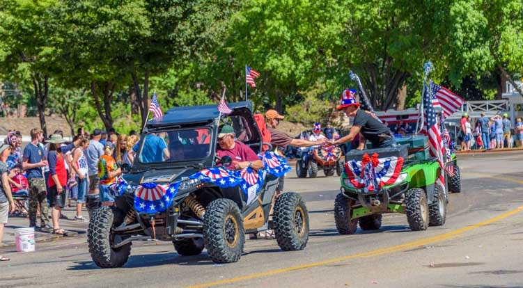 4th of July parade Kanab Utah RZR group-min