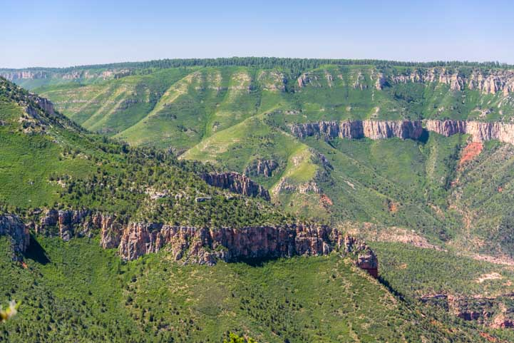 Green hillsides at Grand Canyon-min