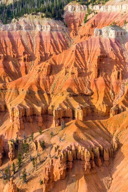 Red rocks at Cedar Breaks National Monument in Utah-min