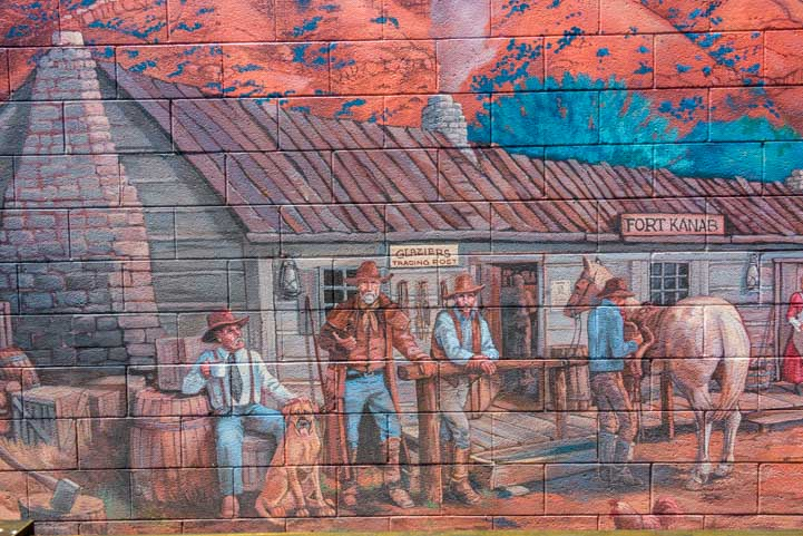 Mural in Kanab Utah welcoming party at Fort Kanab-min