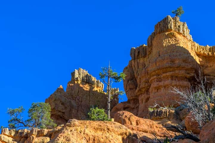 Hiking up Arches Trail Red Canyon Utah-min