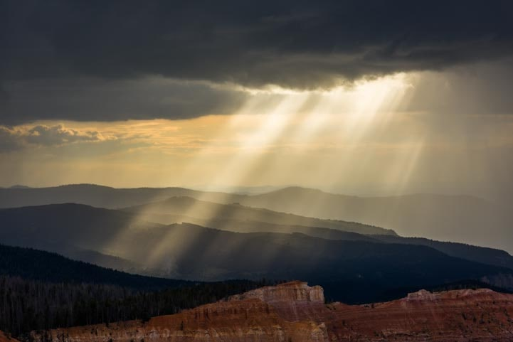 Shafts of light at Cedar Breaks National Monument Utah-min