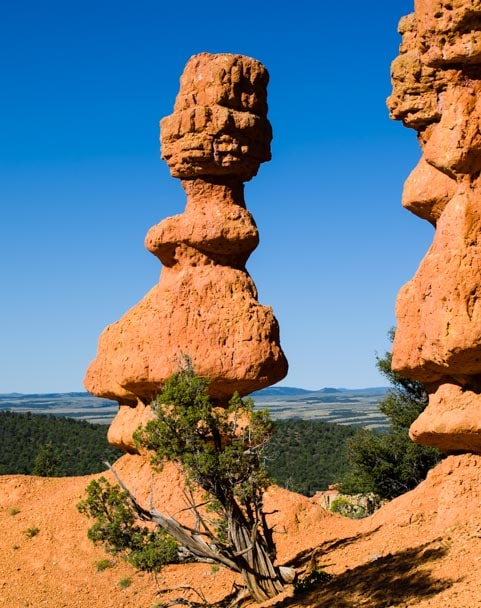 Pinnacle on Arches Trail Red Canyon Utah-min