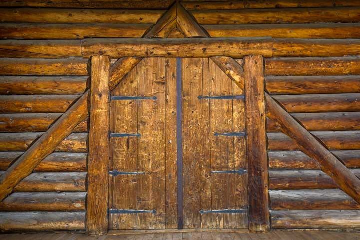 Cool doorway at Fish Lake Lodge Utah-min