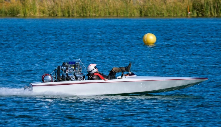Driver falls in ADBA dragboat race at Blue Water Casino-min