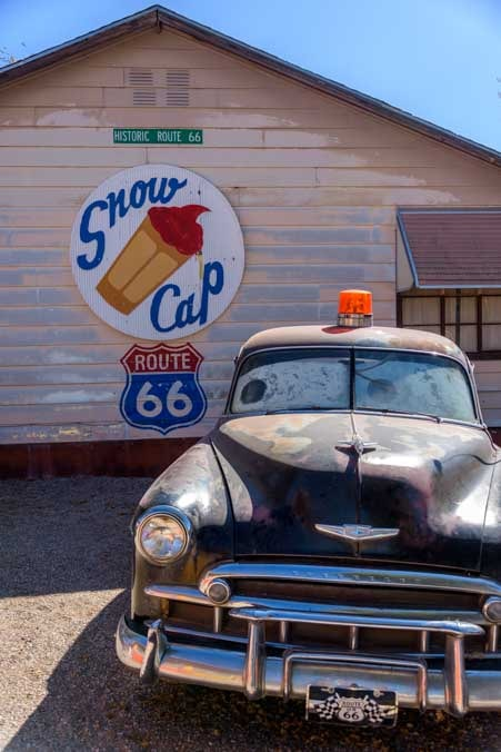 Snow Cap and old cop car Seligman Arizona on Route 66-min