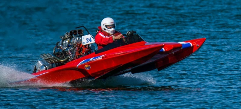 Drag boat racing on Lake Havasu Arizona-min