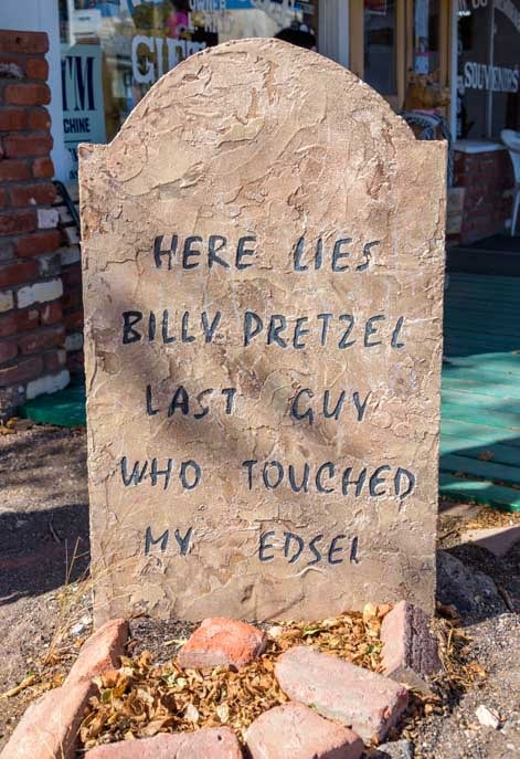 Gravestone Seligman Arizona on Route 66-min