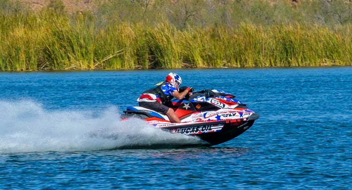 Jetski flies on Lake Havasu in Arizona-min
