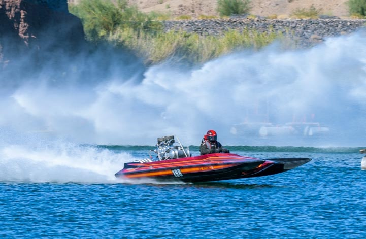 Speedboat drag boat race in Parker Arizona on Lake Havasu-min