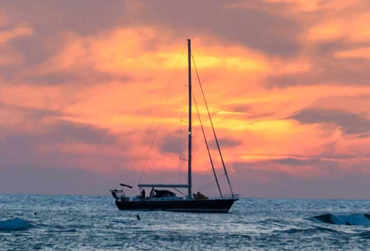 Sailboat in Hawaii sunset-min