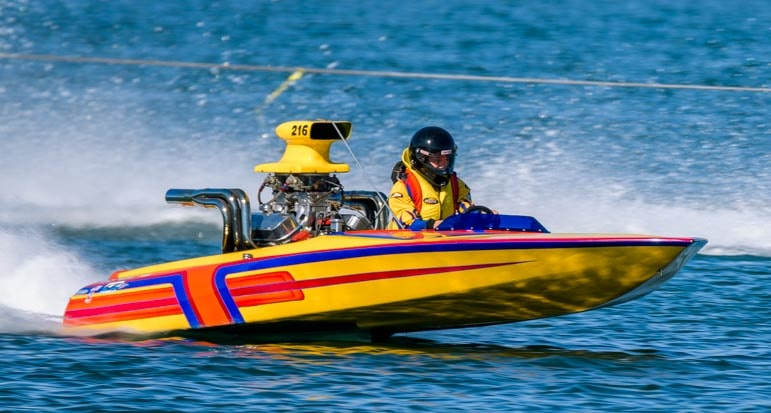 Racing drag boat on Lake Havasu Arizona-min