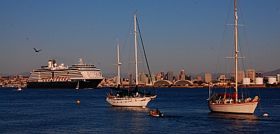 Cruise Ship leaves San Diego harbor
