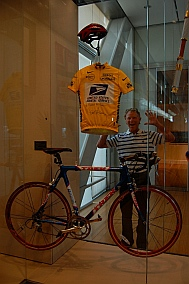 Lance Armstrong Bike present for President Clinton