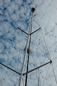 sv Groovy gets a new light bulb on the mast.