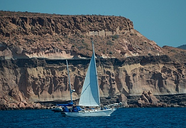Cliffs at Isla Partida, Islas Espiritu Santos, BCS, Sea of Cortez, near La Paz, Mexico.