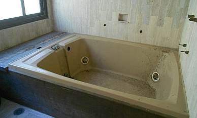 jacuzzi tub in the master suite of Arturo Durazo's Parthenon in Zihuatanejo, Mexico.