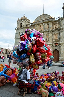 Balloon vendor outside the Santo Domingo Cathedral.
