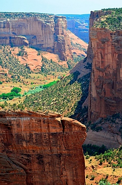 Cliff views at Canyon de Chelly National Park, Arizona..